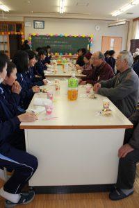 2月15日には、利用者である「小里長寿会」のみなさん。2月20日には「陶長寿猿爪会」のみなさんが瑞浪南瑞浪南中学校と交流会!2